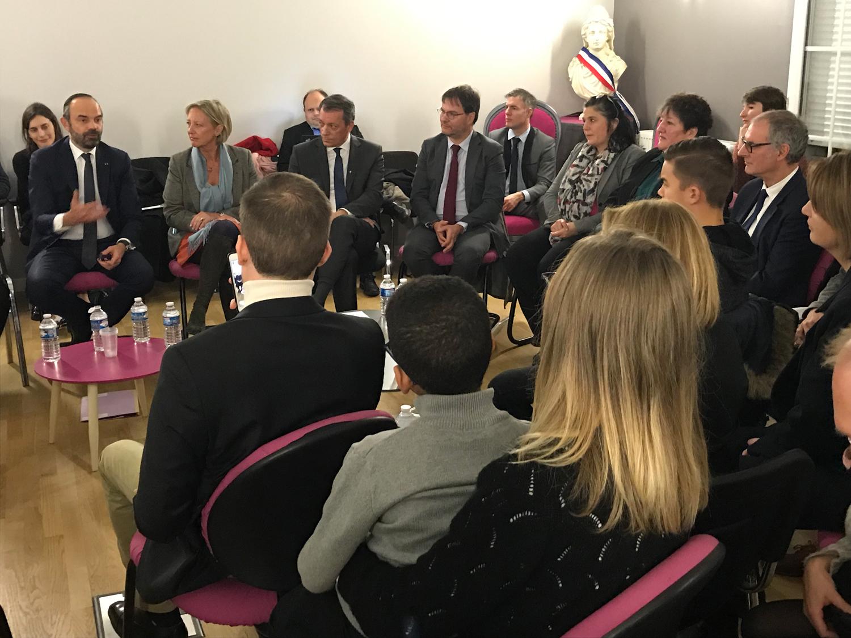 Jean Pierre Paray participe à la table ronde avec le premier ministre Edouard philippe sur les mesures de simplification administrative auprès des personnes handicapées